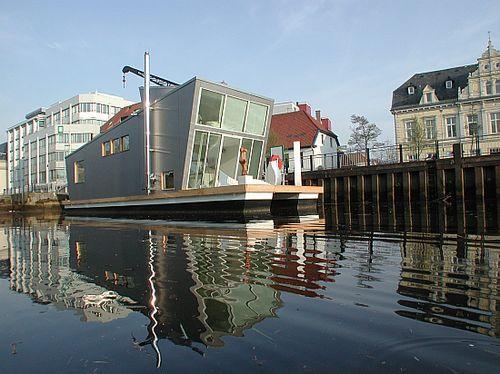 Плавающий дом с садом на крыше