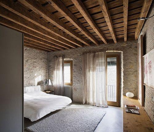 спальня в старом доме