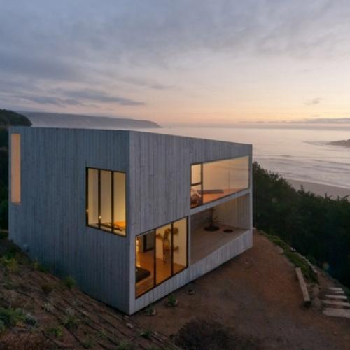 Кубический дом на побережье