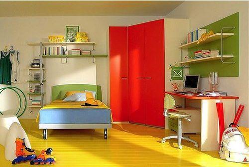 Желтый пол в детской комнате