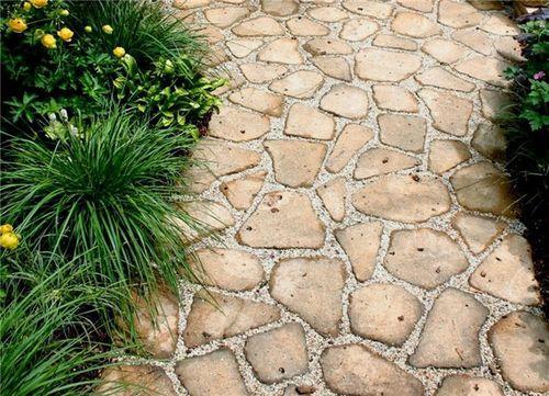 Дорожка из камня в загородный дом
