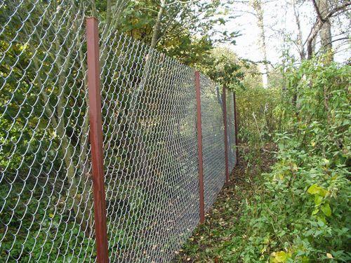 Как построить забор из сетки-рабицы?