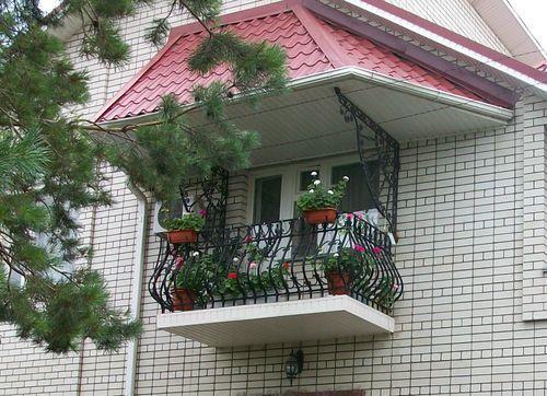 консольный балкон в кирпичном доме