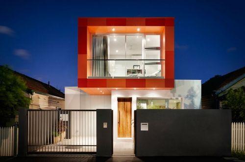 Яркий современный дом
