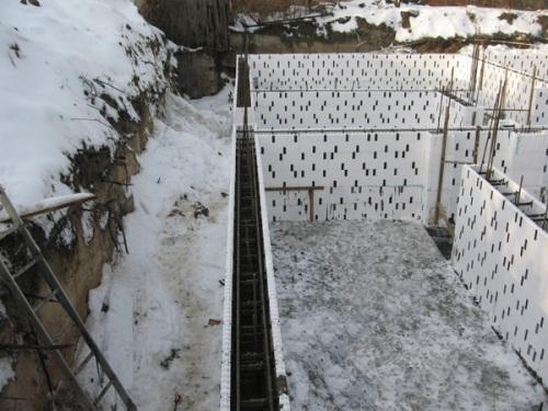 Строительство дома с термоблока зимой