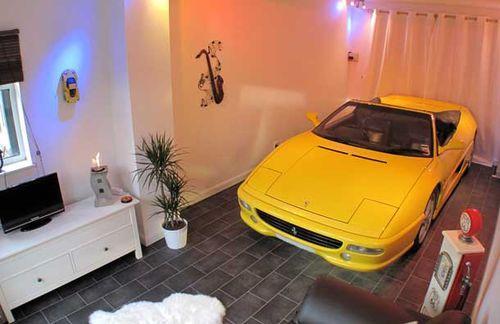 Зачем строить гараж? Паркуем автомобиль прямо в доме!