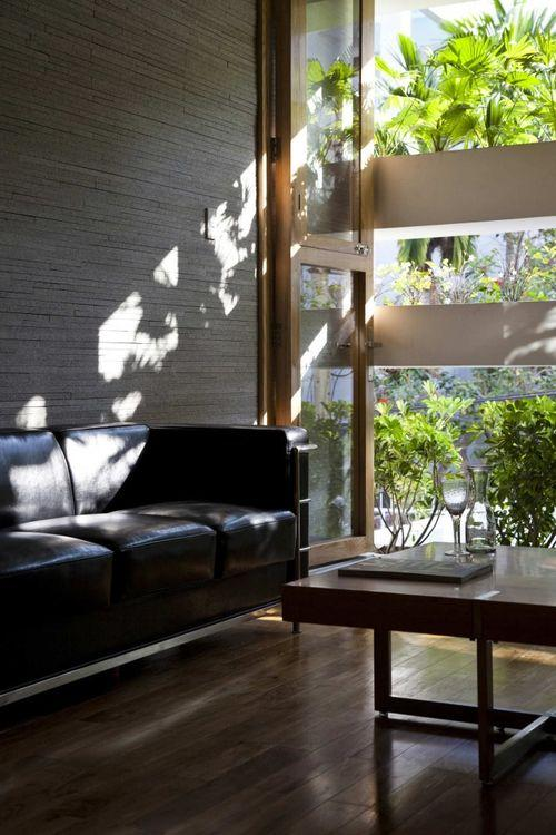 Интерьер дома с балконами