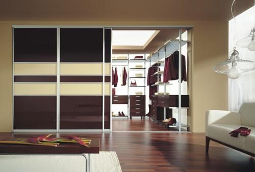 Гардеробная комната в гостиной