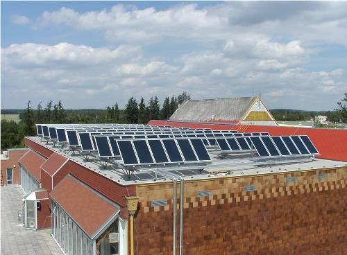 Солнечный коллектор на плоской крыше