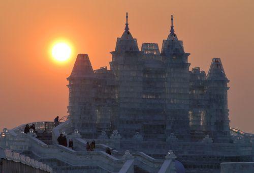 Ледяной город на закате дня