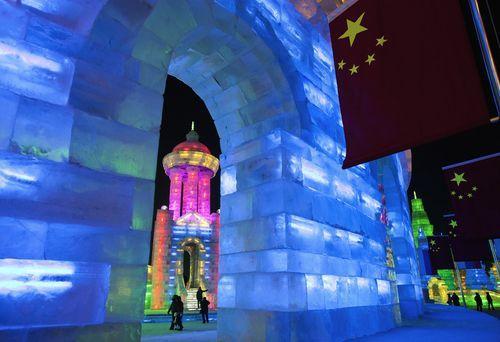 Ледяной город с подсветкой