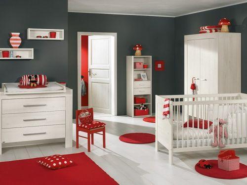 Красный и белый цвет в интерьере детской