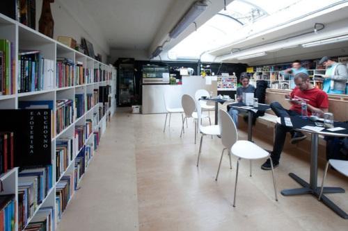 Магазин книг с кафе