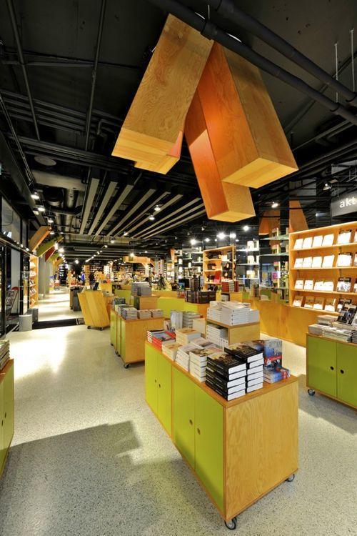 Интерьер книжного магазина