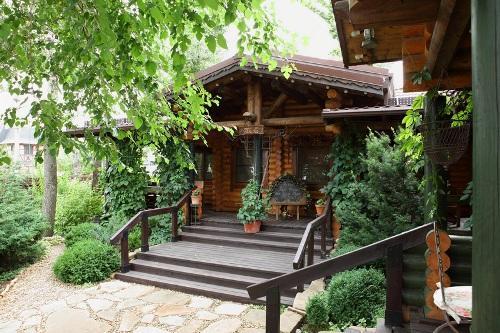 Какие материалы и конструкции применить для строительства гостевого дома?