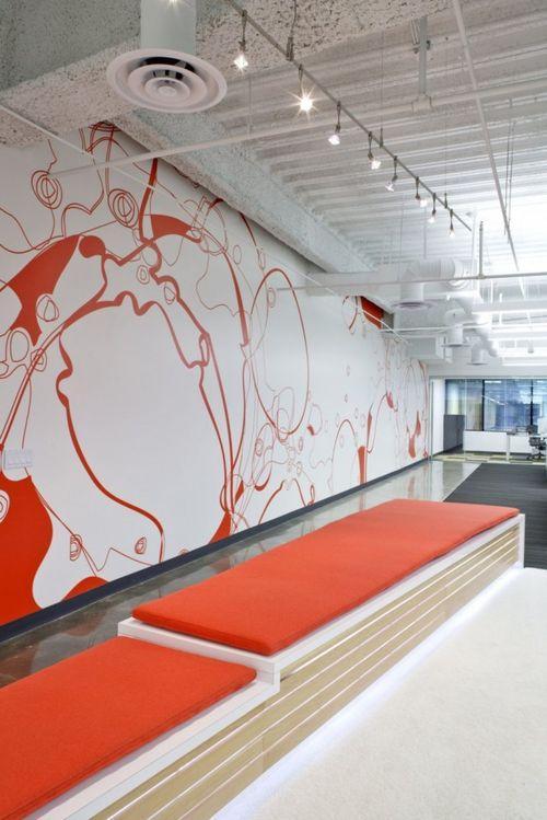 Кровавая стена в офисе