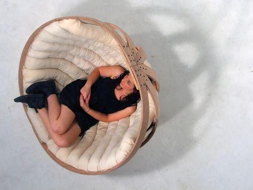 Кресло-качалка из согнутых брусков фанеры