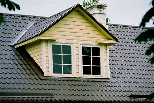 Преимущества крышы из металлочерепицы
