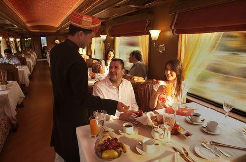 Обслуживание в вагоне-ресторане