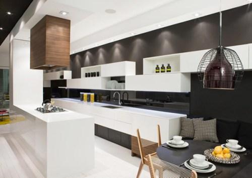 Желтые баночки на кухне