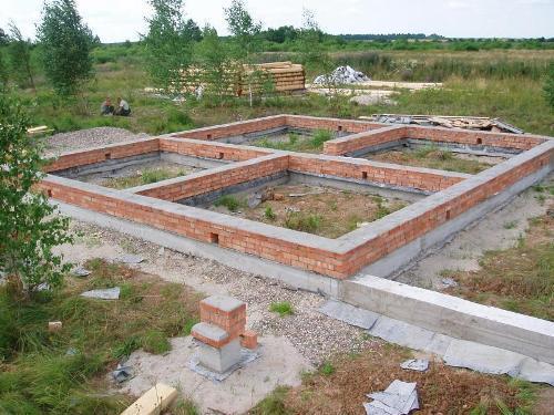 Как правильно заложить фундамент дома?