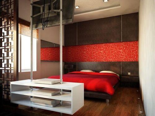Красная полоса в спальне