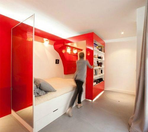 Красная раздвижная спальня