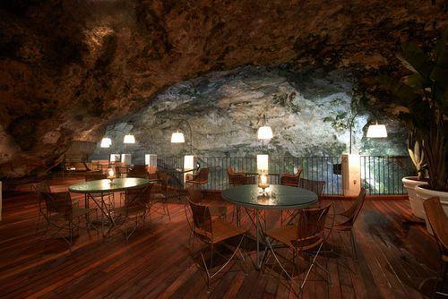 Ресторан Grotta Palazzese в Полиньяно-а-Маре