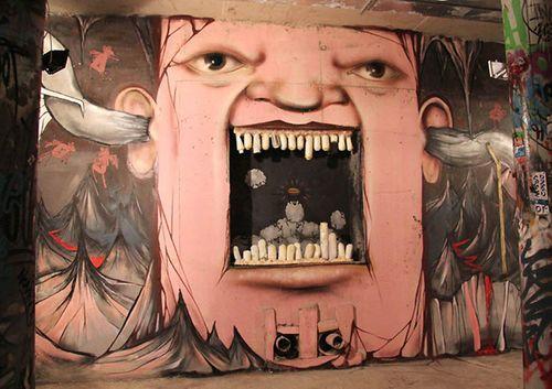 Злой человек на стене