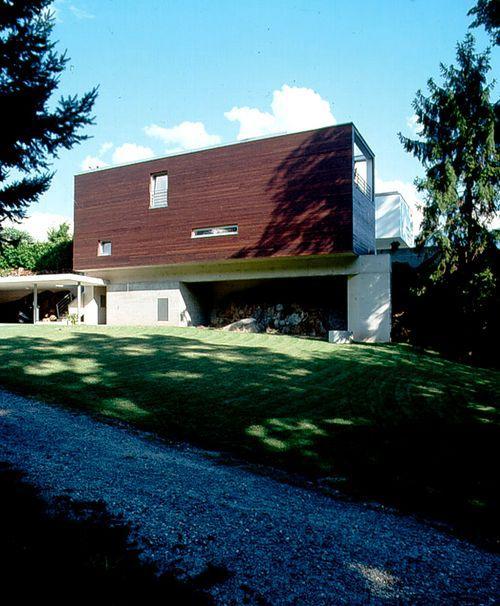 Дом с деревянным фасадом