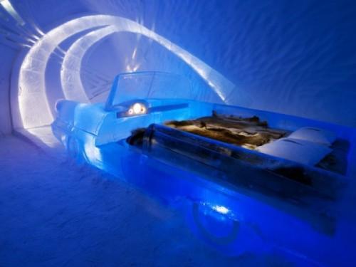 Машина-кровать изо льда