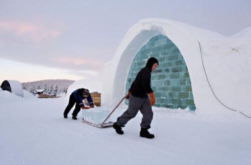 Строительство ледяного отеля
