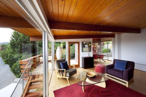 Самостоятельная покраска деревянного потолка