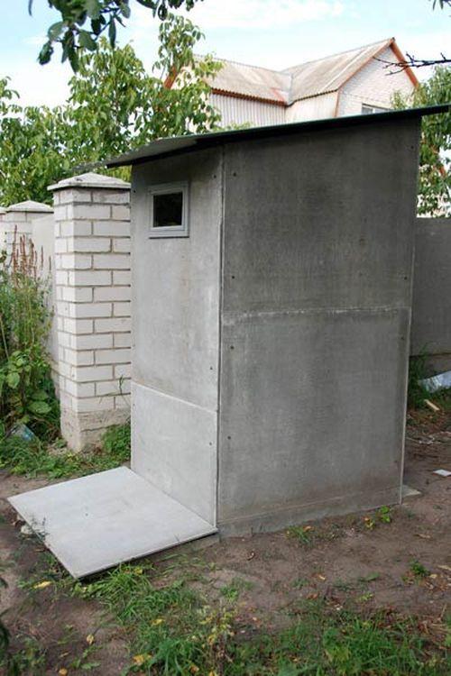 Туалет на даче с плоских листов шифера