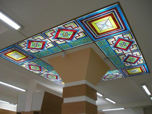 Витражи в интерьере на потолке