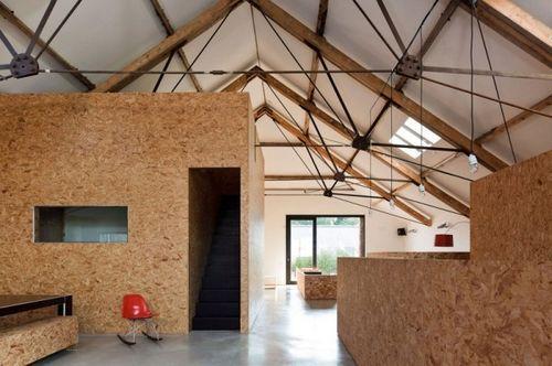 Старый и заброшенный сарай преобразованный в жилой дом Ochre Barn