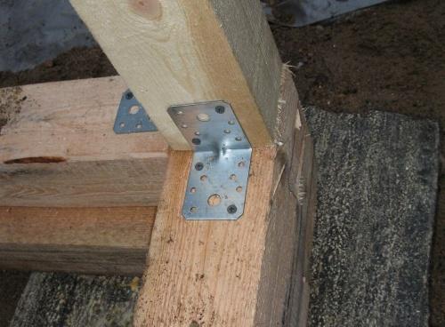 Крепеж деревянных стоек