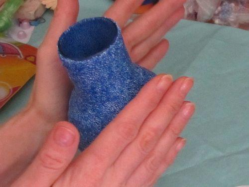 Декор стеклянной вазы. Укатываем пластилин