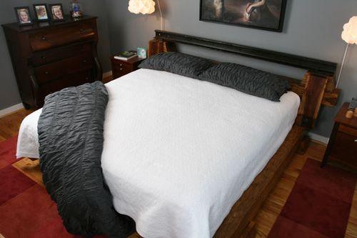 Кровать из железнодорожных рельсов от Rail Yard Studios