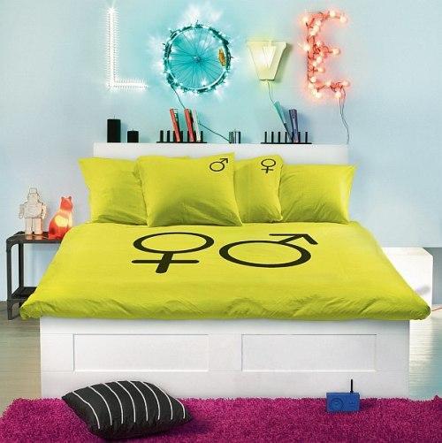 Украшение спальни ярким постельным бельем