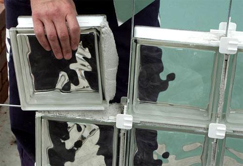 Кладка стеклоблоков