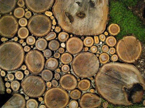Садовая дорожка из деревянных срезов