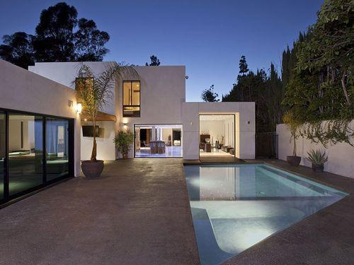 Дом с бассейном в Беверли Хиллз