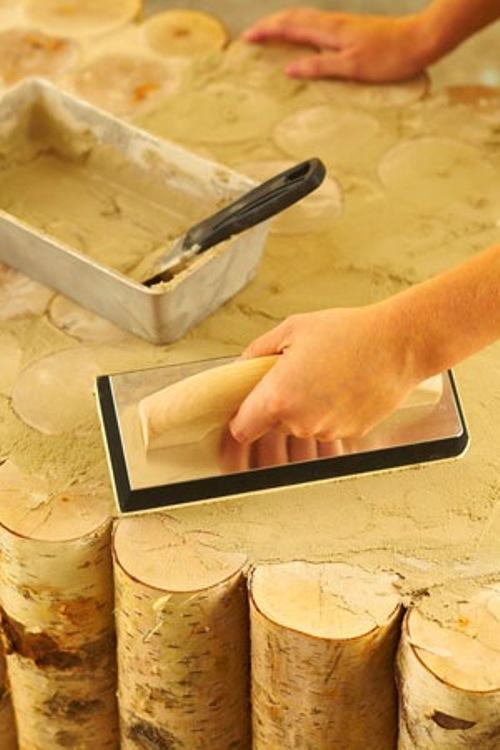 Мажем поверхность столика специальной затиркой для древесины