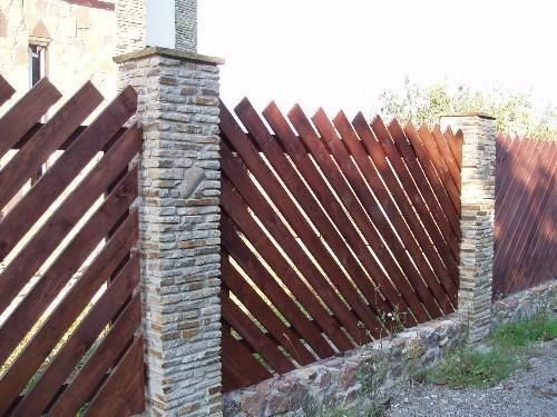 Забор из штакетника на косую