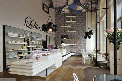 Просторное кафе Lolita в Любляне