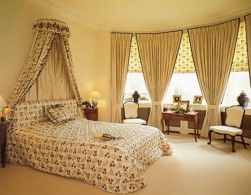 Как правильно подобрать шторы для светлой спальни