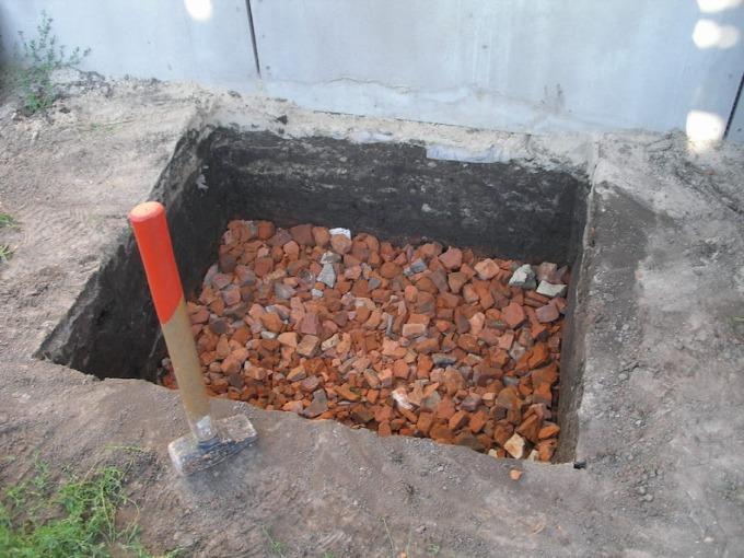 Траншея под бетонное крыльцо