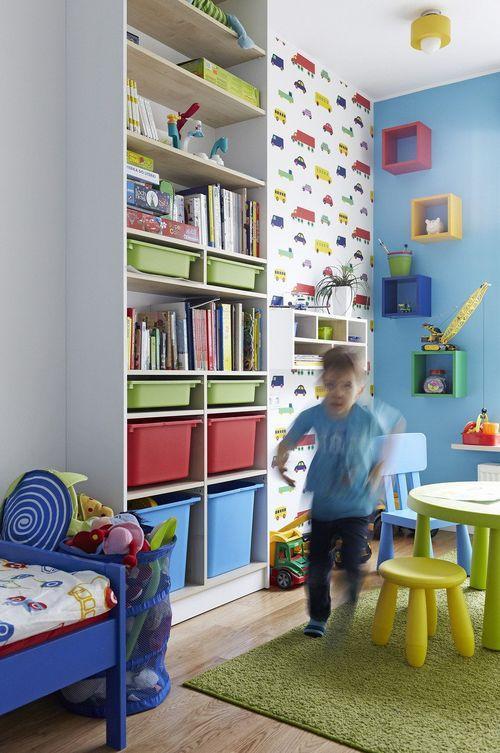 Цветные элементы интерьера в детской комнате