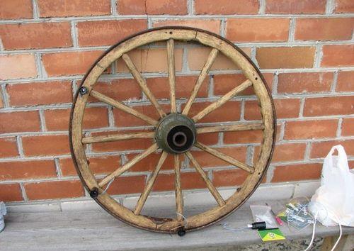 Колесо из телеги для изготовления люстры